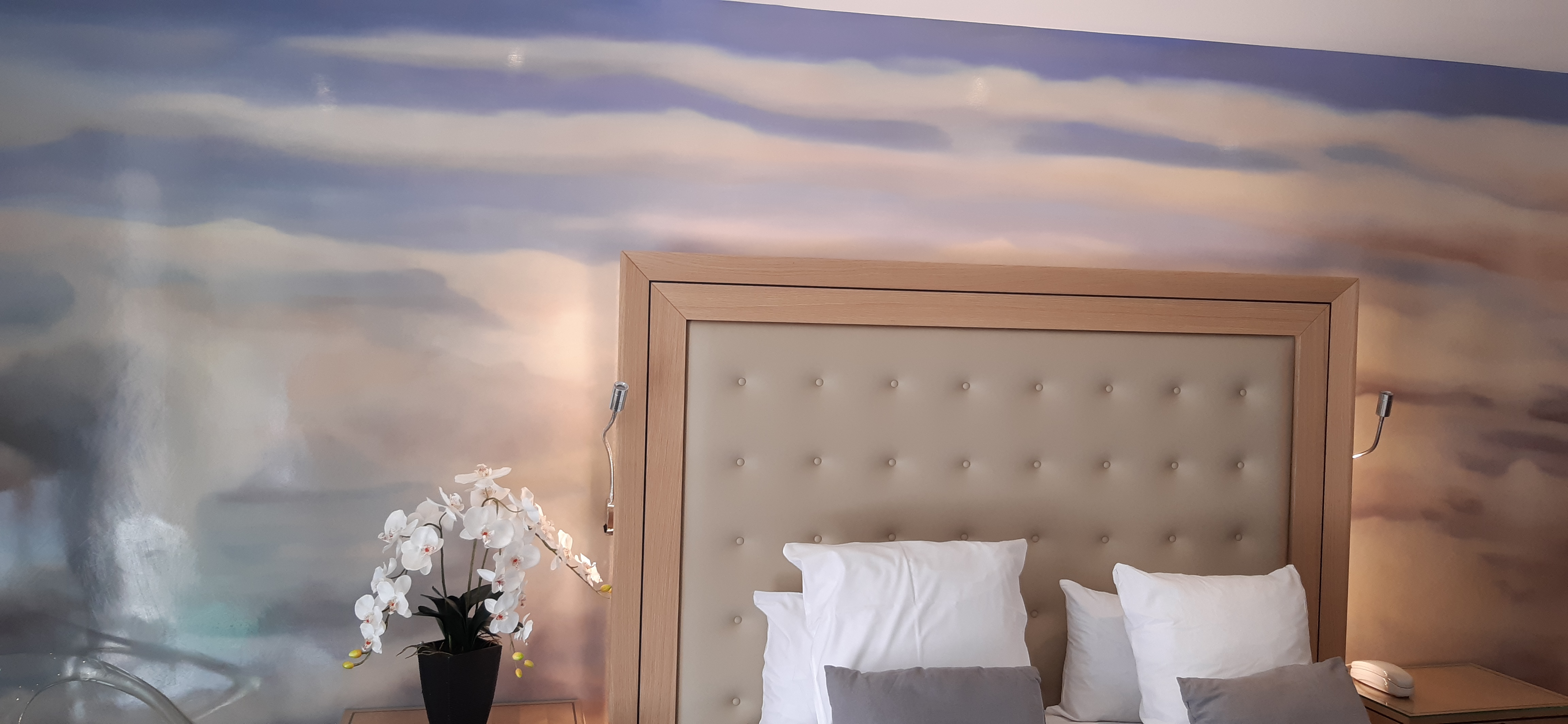 19/Chambres/Traditionnelle/fresque_orchide3.jpg