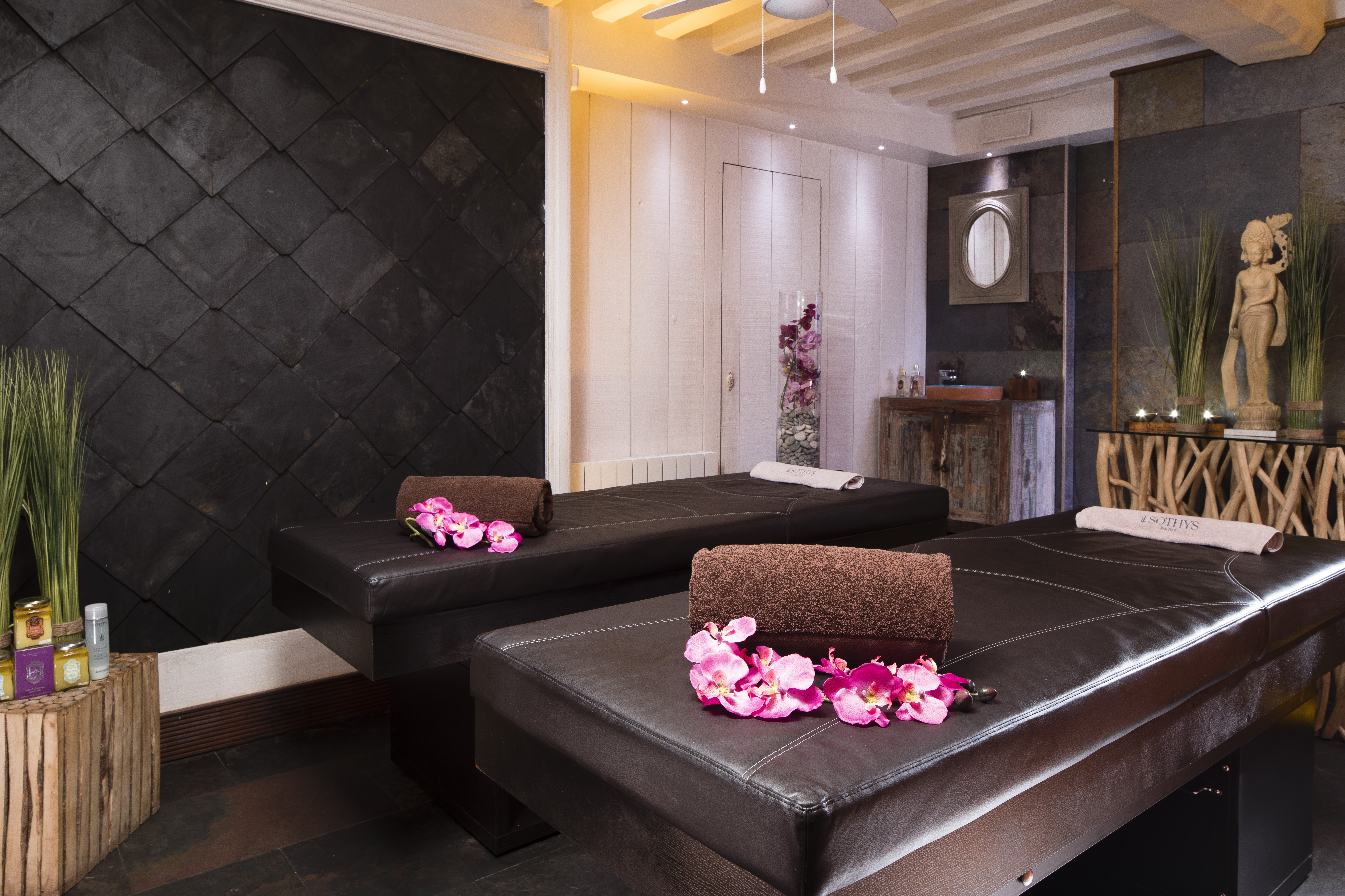19/Spa/Tables_Massage_Spa_Le-Lion_dor_Hotel_Pont_leveque_HD.jpg